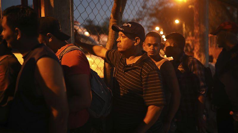 Mexico Migrant Caravan Border Crossing